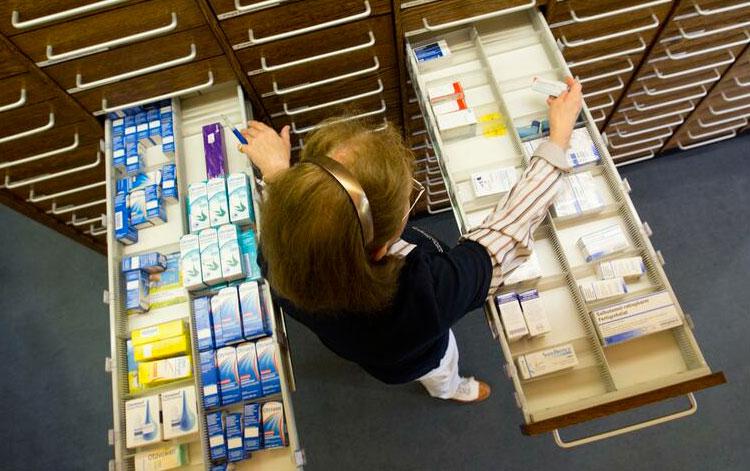 Zu Risiken von Selbstmedikation fragen Sie Ihren Arzt oder Apotheker