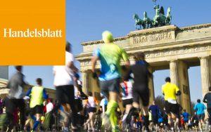 Das Brandenburger Tor mit Läufern