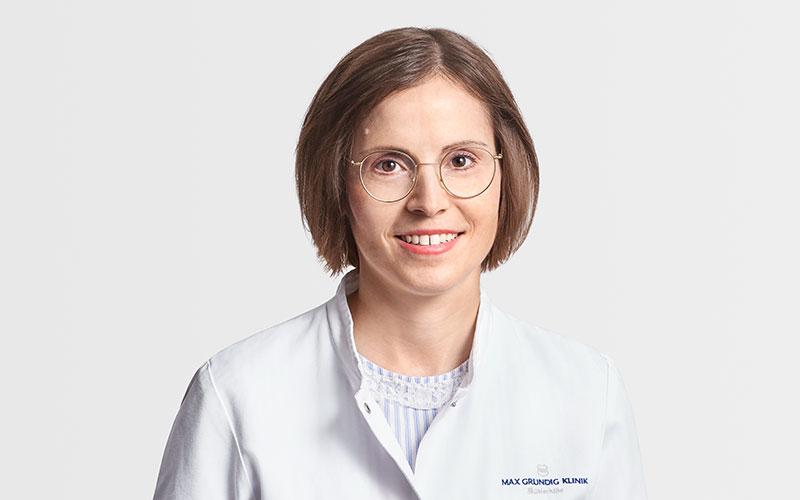 Frau Dr. Mayer