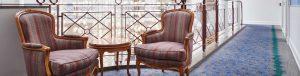 Sitzgelegenheit im Flur der Max Grundig Klinik