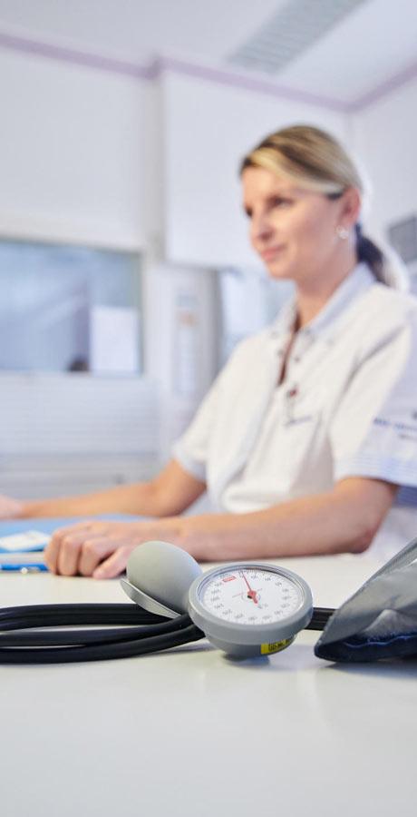 Krankenschwester plant den nächsten Einsatzplan