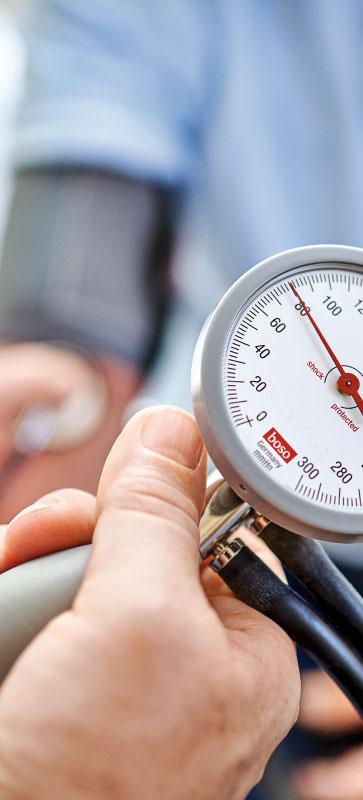 Blutdruckmessung im Check-up Zentrum der Max Grundig Klinik