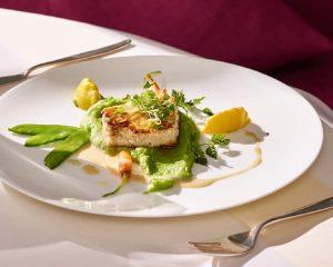Teller als Beispiel für die Vitalküche der Max Grundigklinik, das Konzept von Küchenchef Alexander Bernhard und gesunde Ernährung