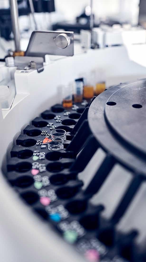 Zentrifuge im Labor der Max Grundig Klinik