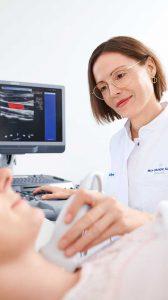 Ultraschalluntersuchung im Check-up-Zentrum der Max Grundig Klinik