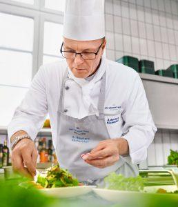 Küchenchef der Max Grundig Klinik Alexander Bernhard