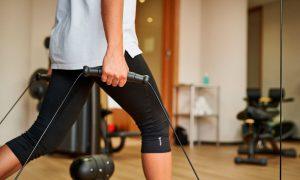 Krafttraining im Fitnessraum der Max Grundig Klinik