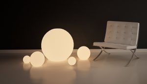 Sitzmöbel mit Leuchtkugeln